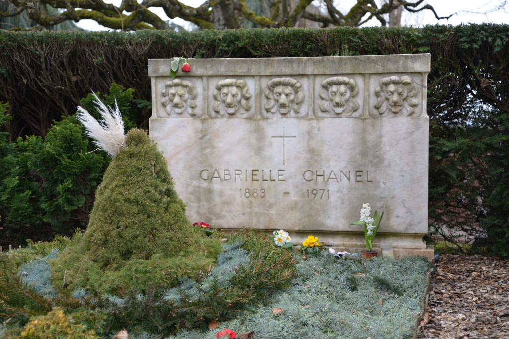 Five lions guard grave of Gabrielle Bonheur Chanel, agent F-7124