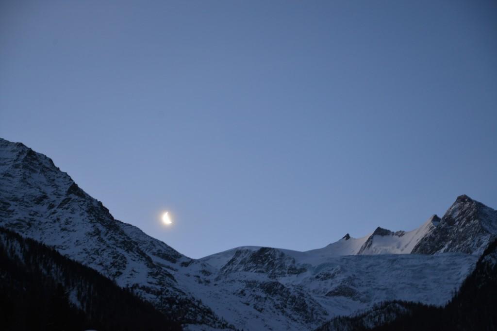 Moon over Grächen