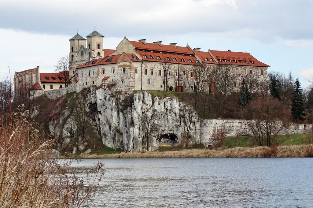 Widok na klasztor od strony Piekar